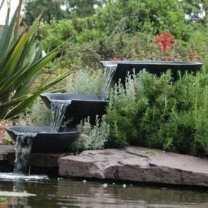 Nova scotia waterornament 3 watervalschalen van terrazzo, compleet met bijpassende pomp en aansluitmateriaal. ...