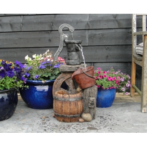 Tuscon waterornament dit klassiek vormgegeven waterornament is een verrijking voor iedere tuin. let op de ...