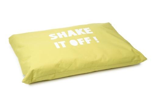 Beeztees shake it hondenkussen geel 100x70 cm