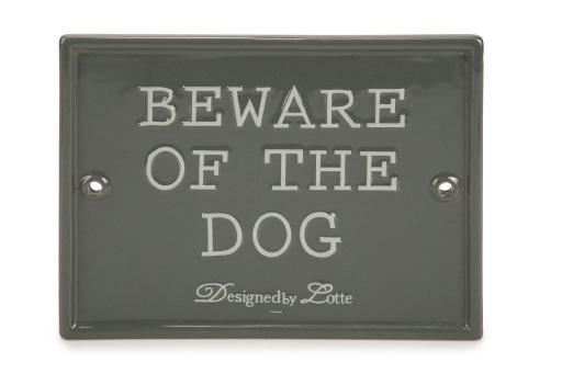 Designed by lotte beware of the dog - hond - keramiek - grijs - 20x16 cm